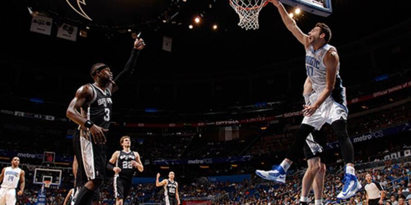 Orlando, Spurs'u devirdi