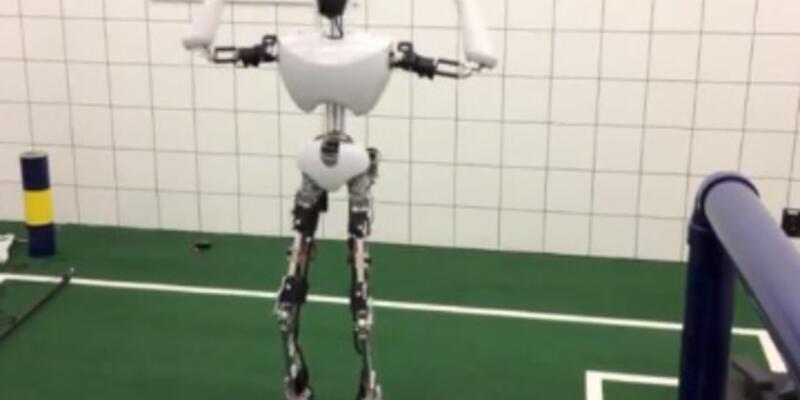 İnsansı robot Gangnam Style dans ederse...