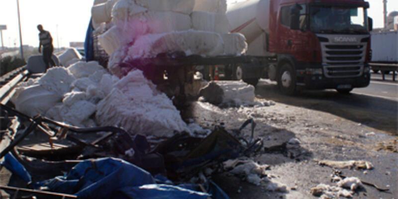 Pamuk balyaları İstanbul trafiğini felç etti