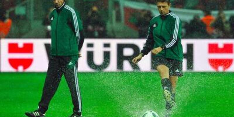 İngiltere-Polonya maçı ertelendi