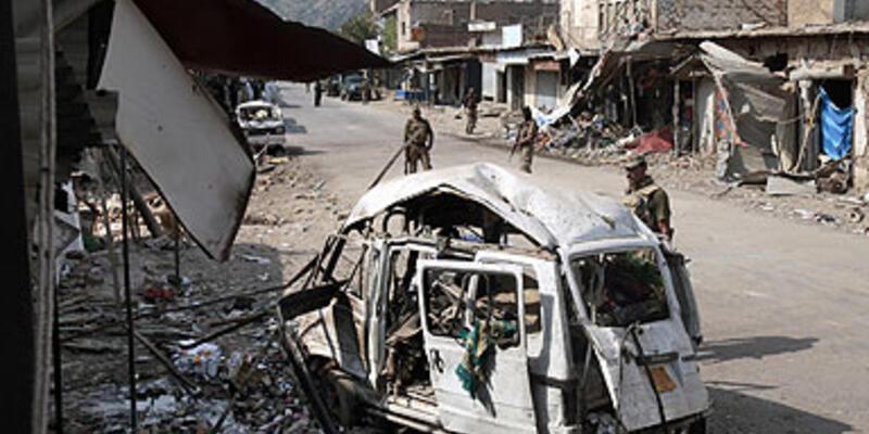 Pakistan'da canlı bomba saldırısı: 17 ölü