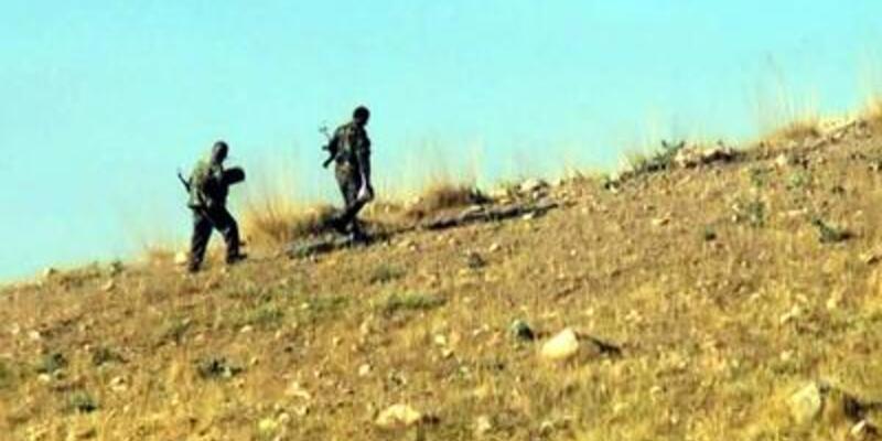 Şantiye basan PKK araçları yaktı!