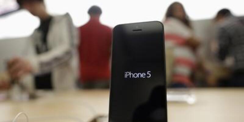 Bakan Yıldırım iPhone 5 kuyruğundakileri eleştirdi