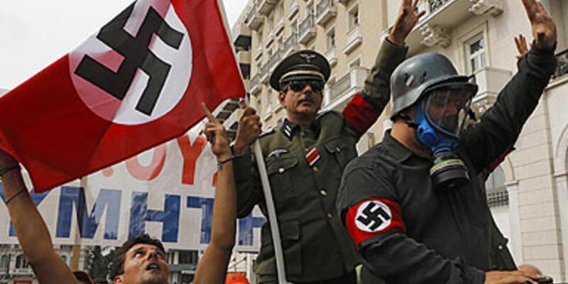 Merkel, Hitler'e benzetildi
