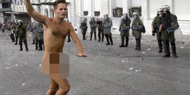 Atina'da Merkel isyanı!
