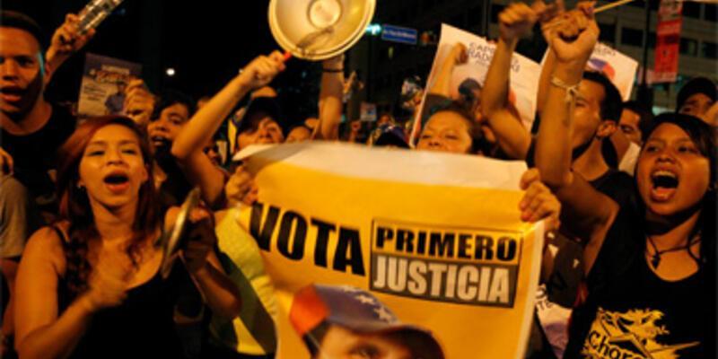 Chavez karşıtları sokağa döküldü