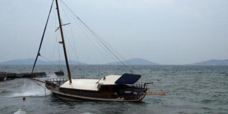 İstanbul'da tekne karaya oturdu!