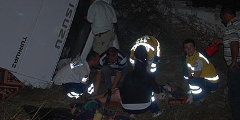 Yolcu otobüsü şarampole devrildi: 2 ölü