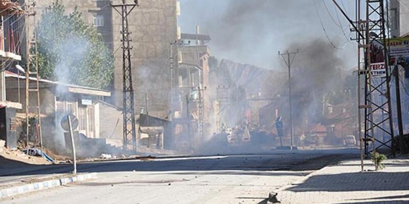 PKK yandaşları okul yaktı