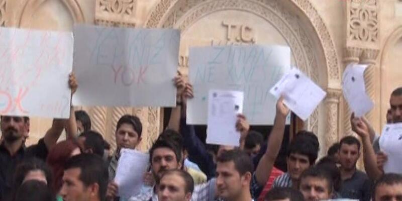 Kürtçe öğretmen adaylarından protesto