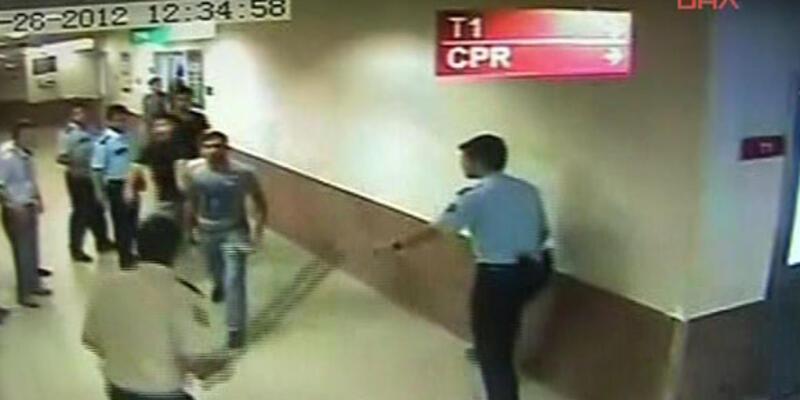 Doktorlara bıçaklı saldırı kamerada