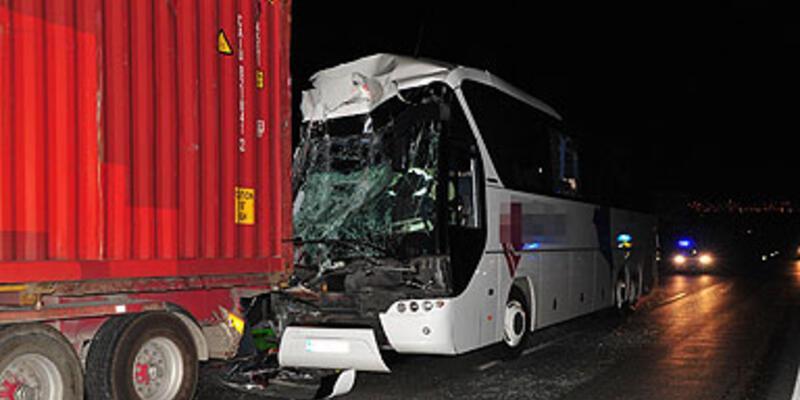 Uşak'ta otobüs kazası: 1 ölü, 39 yaralı