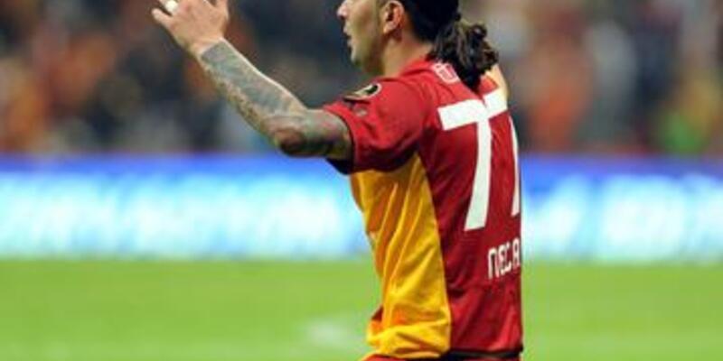Necati Galatasaray'da kalıyor