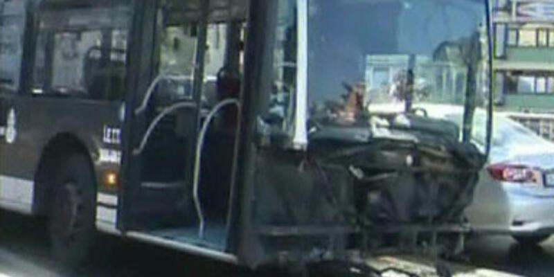 Yoldan çıkan metrobüs E-5'e girdi!