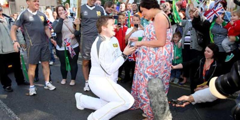 Aşkın ateşi Olimpiyat meşalesiyle tutuştu