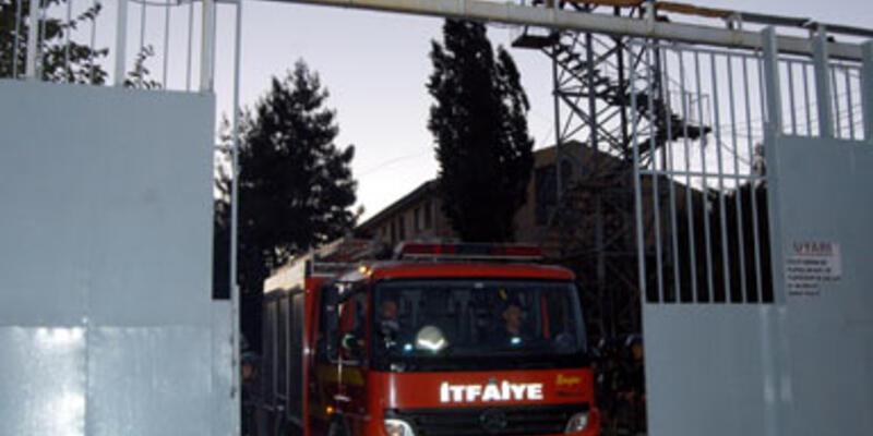 Adana ve Gaziantep Cezaevi'nde de isyan