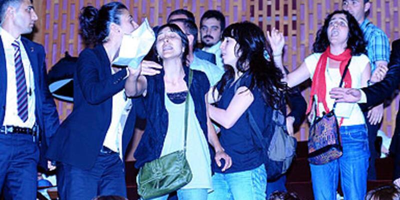 "Bakan Şahin'e üniversitede ""kürtaj"" protestosu"