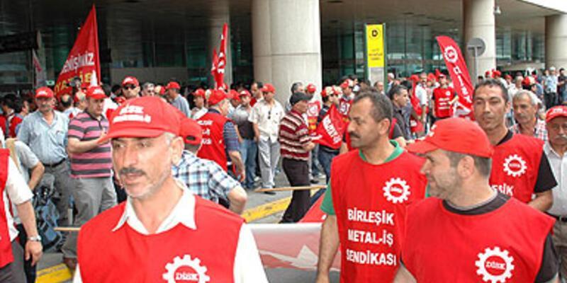 """DİSK, """"özgürlüklerin sınırlanması"""" karşı yürüdü"""