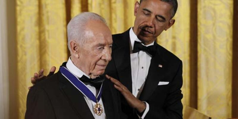 Obama'dan Şimon Peres'e madalya