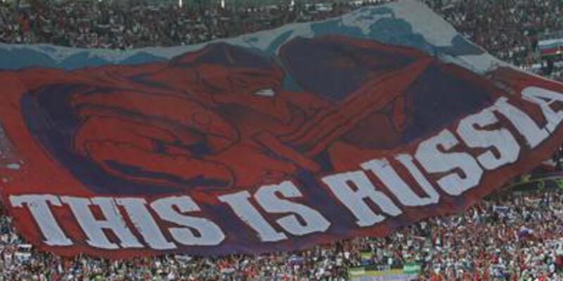 """Polonya'da """"Burası Rusya"""" pankartı savaşı!"""