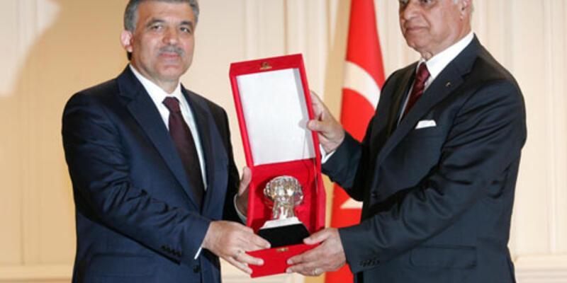 """Gül'e """"Karamanoğlu Mehmet Bey"""" ödülü"""