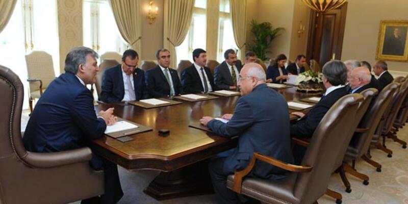 Anayasa Komisyonu üyeleri Gül'ü ziyaret etti