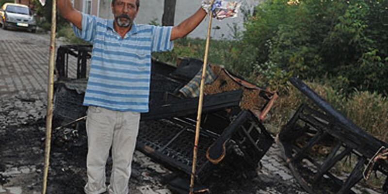 Evi yılanlar bastı, korkudan evini yaktı