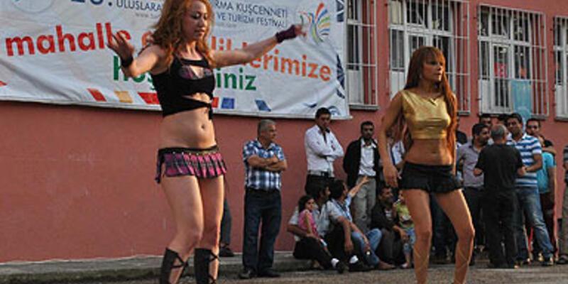 Okul bahçesinde tepki çeken dans gösterisi