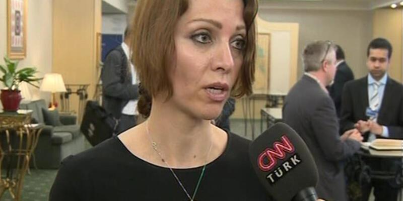 """Elif Şafak: """"Kürtaj tartışmalarını kaygıyla izliyorum"""""""