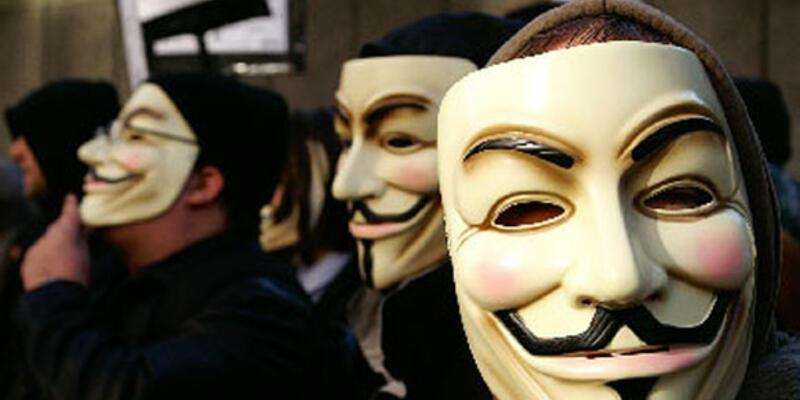Anonymous bu kez İngiltere'yi hackledi