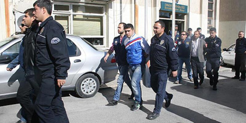 İzmir'deki Nevruz'a 13 tutuklama