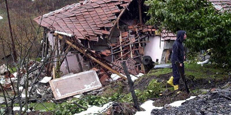 Madenlerin üstü çöktü, evler tahliye edildi