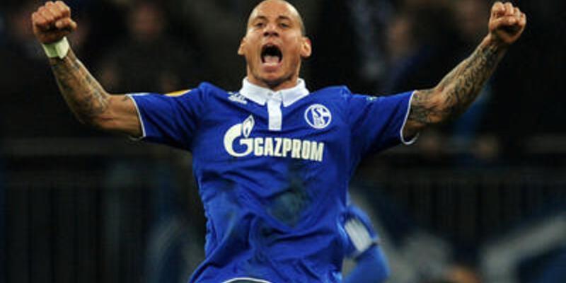 Huntelaar Schalke'yi uçurdu