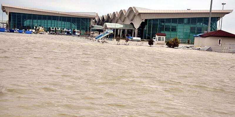 Hatay Havalimanı yine sular altında