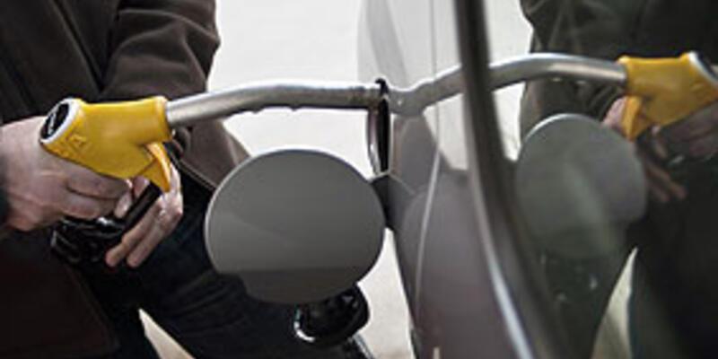 Petrolün fiyatı 98 dolara geriledi