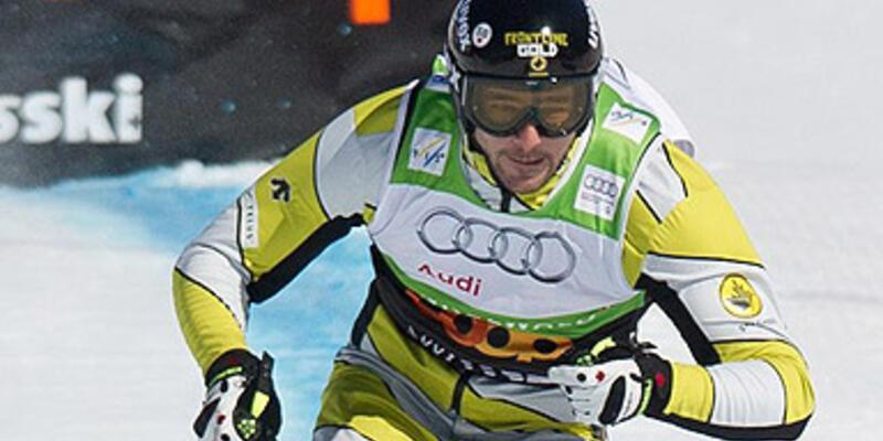 Kafasını çarpan kayakçı hayatını kaybetti