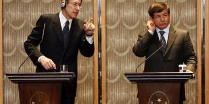 Davutoğlu'ndan Suriye'ye ağır suçlama