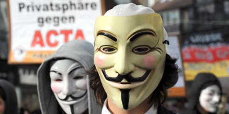 Almanya internet sansürüne karşı sokağa döküldü
