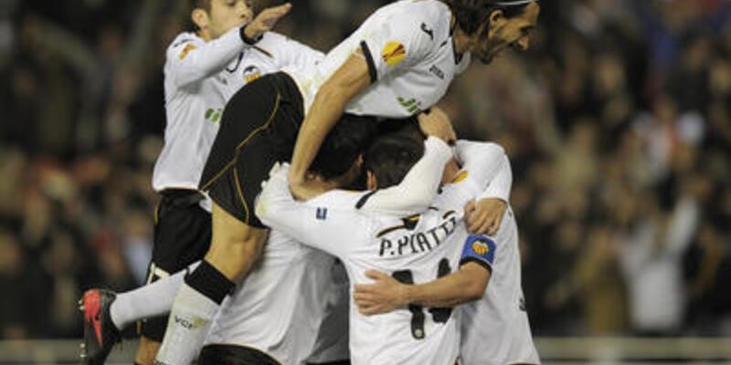 Valencia tek tek gidiyor