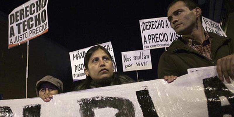 İspanya da karıştı: 14 gözaltı
