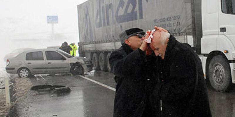 AKP'li vekillerin aracı kaza yaptı