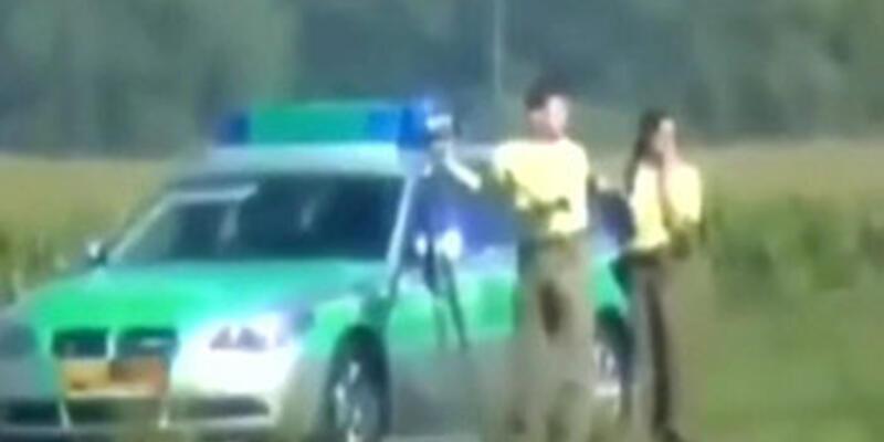 Polisleri şaşırtan motosikletçi