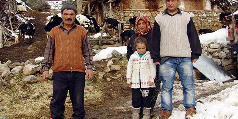 İnekleri aç kalan aile açlık grevinde