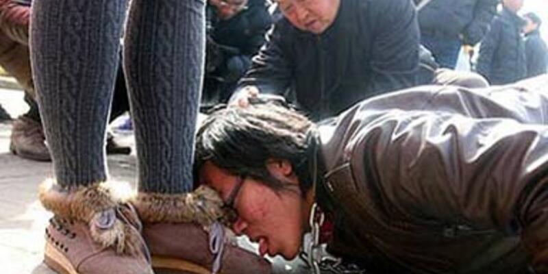 Çinli kadınlar diz çöktürdü!..