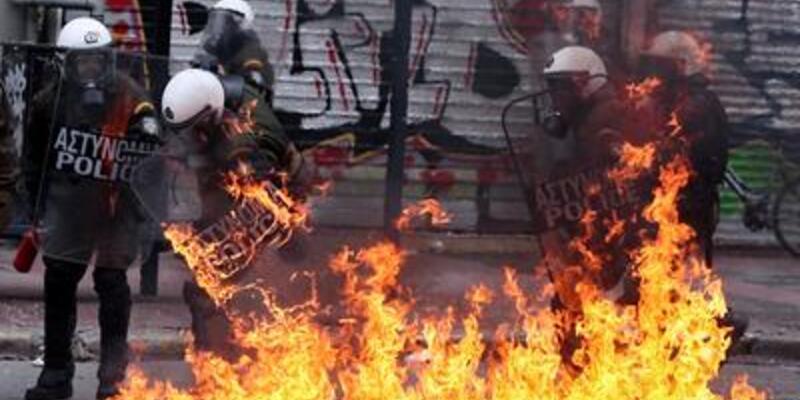 """Yunanistan'ın """"acı reçetesi"""" Parlamento'da"""
