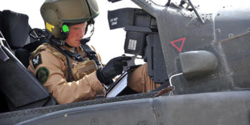 """Prens Harry, """"Apaçi"""" helikopteri pilotu oldu"""