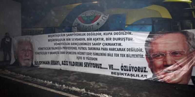 Beşiktaşlı taraftarlar Fenerbahçe'yi karşıladı!