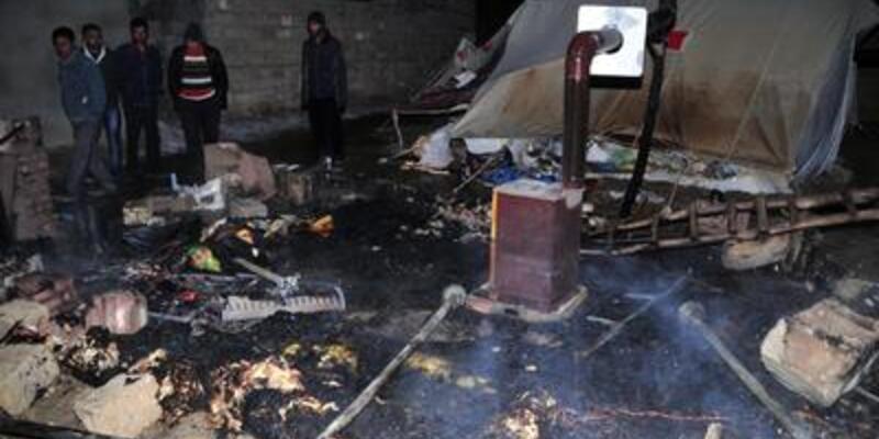 Van'da bir çadır daha yandı