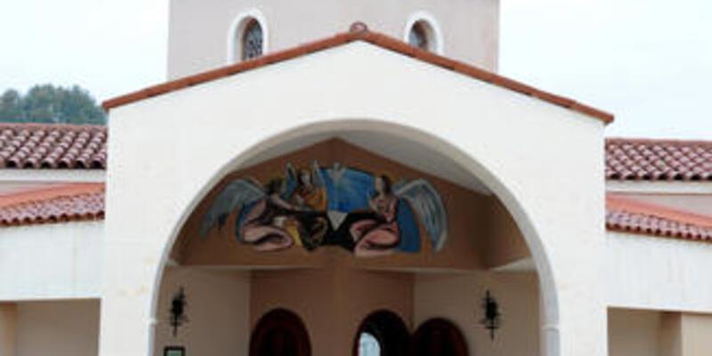 Camiye sığmayınca kilisede namaz kıldılar