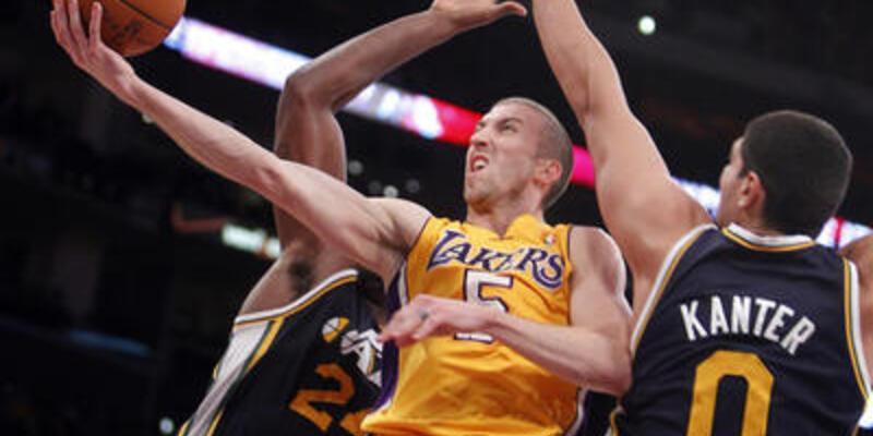 """Lakers """"Jazz"""" yaptı: 96-71"""